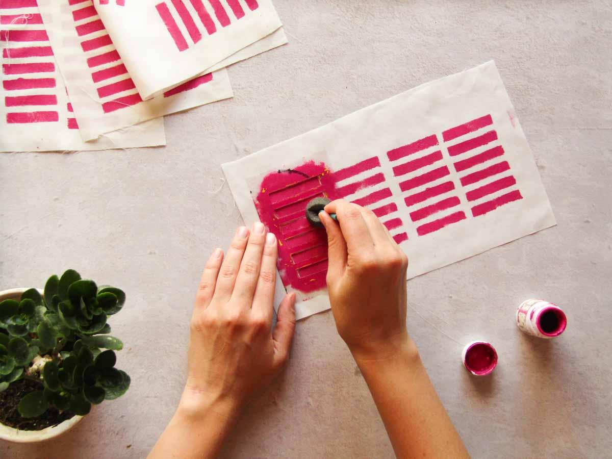 Cómo estampar tela con stencil