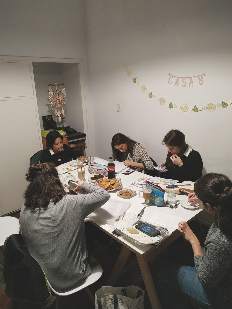 El taller de ilustración y bordado (La foto pertenece a soy.danli)