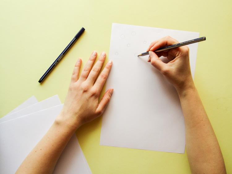Elementos y materiales para estampar con serigrafía - Papel y lápiz