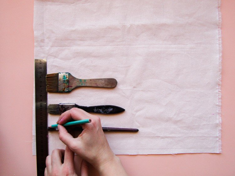 Como estampar rayas sobre tela - Paso 2